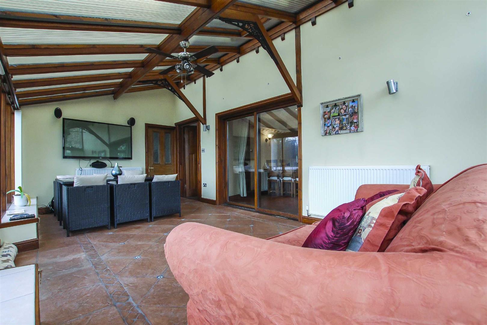 5 Bedroom Barn Conversion For Sale - p026519_12.jpg